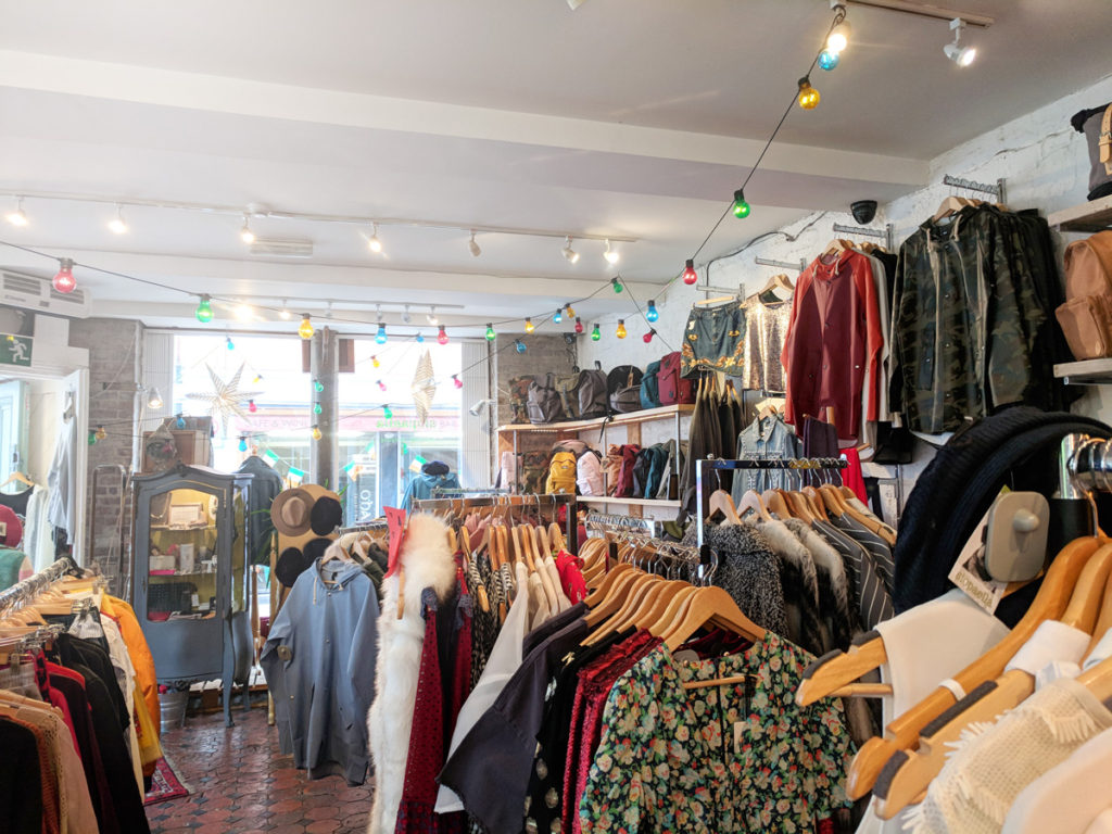 Eco friendly dublin day out exploring sustainable shops interior of dublin vintage store siopaella solutioingenieria Gallery